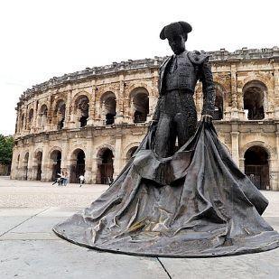 Hommes à Nîmes
