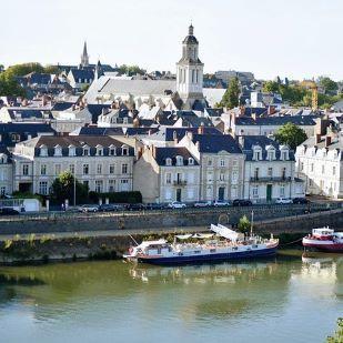 Hommes à Angers