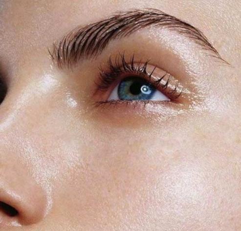 Comment obtenir une peau glowy sans maquillage ?