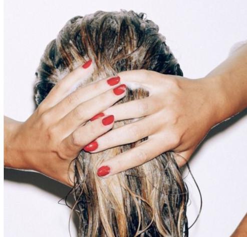 Comment bien se laver les cheveux ?